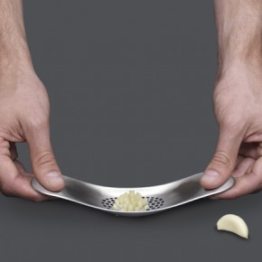 Rocker: The Clever Garlic Chopper