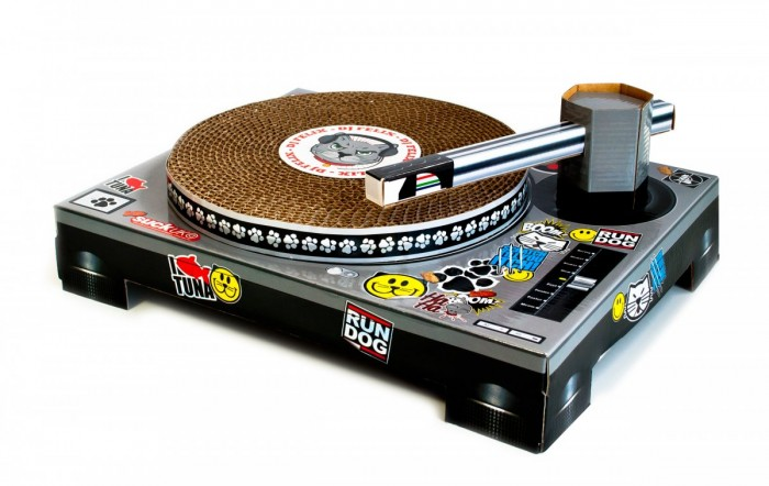 Cat Scratch: Turntable for Your DJ Cat | Jeannie Huang